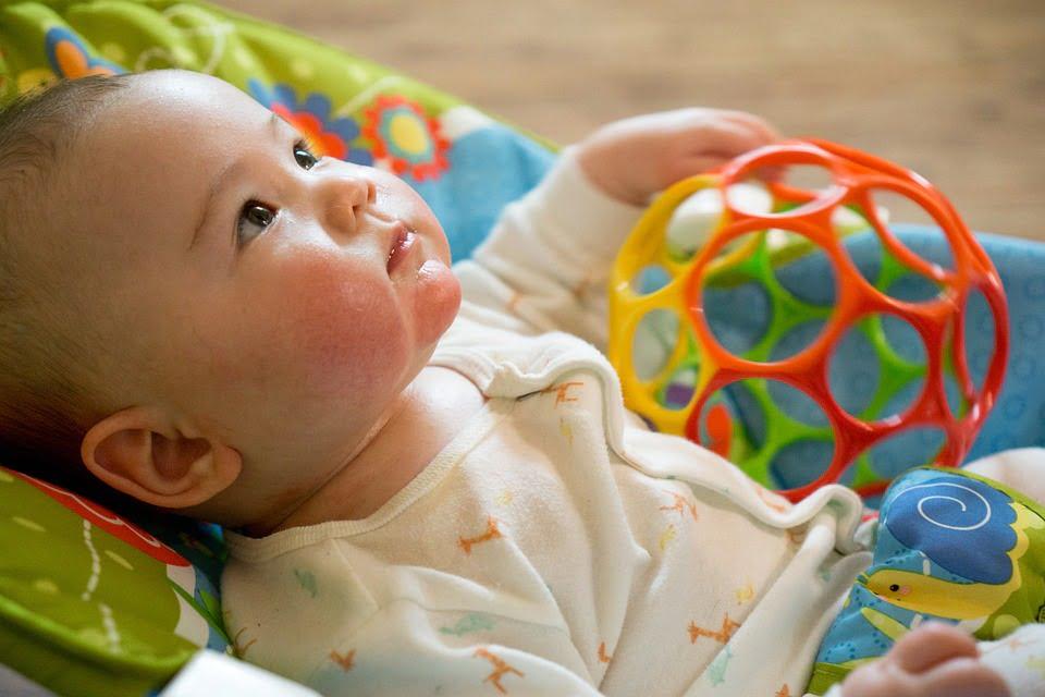 Cum alegi jucariile potrivite pentru un bebelus?