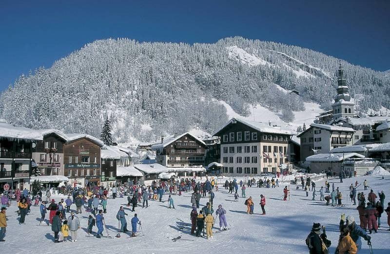 Nuu subestimați La Clusaz din Franța! Micul oraș alpin, plin de viață, care nu există doar pentru schiori!