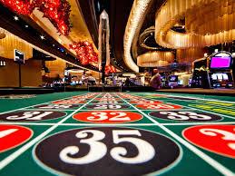 De ce din ce în ce mai mulți jucători preferă cazinourile online decât cele fizice?